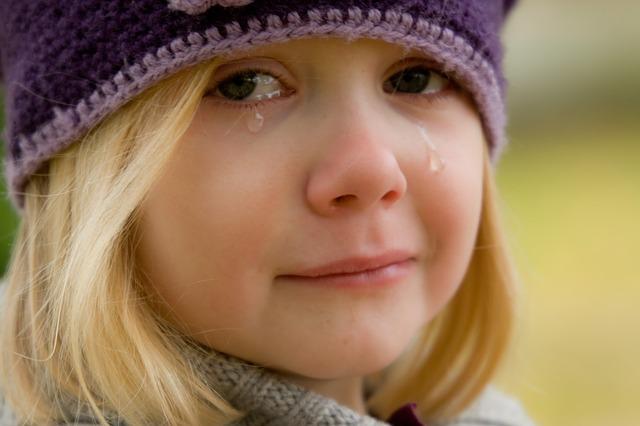 AVANCER QUAND L'ÉMOTION EST TROP FORTE : une petite fille qui pleure...